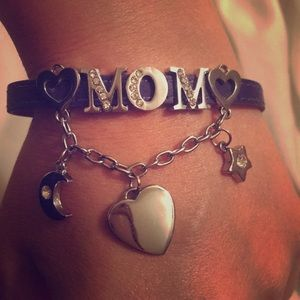 Jewelry - Beautiful bracelet for Mom